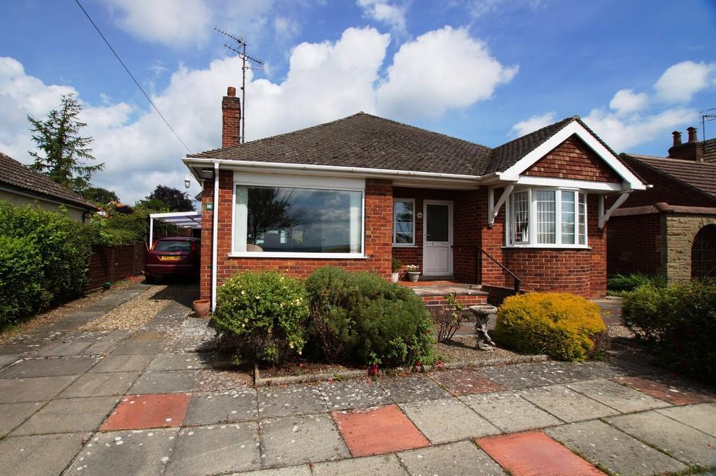3 Bedrooms Detached Bungalow for sale in Racecourse Road, East Ayton