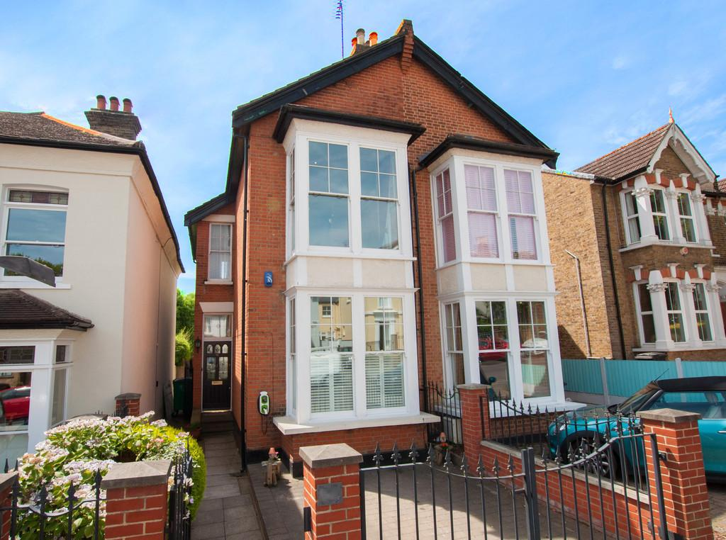 4 Bedrooms Semi Detached House for sale in Queens Road, Buckhurst Hill