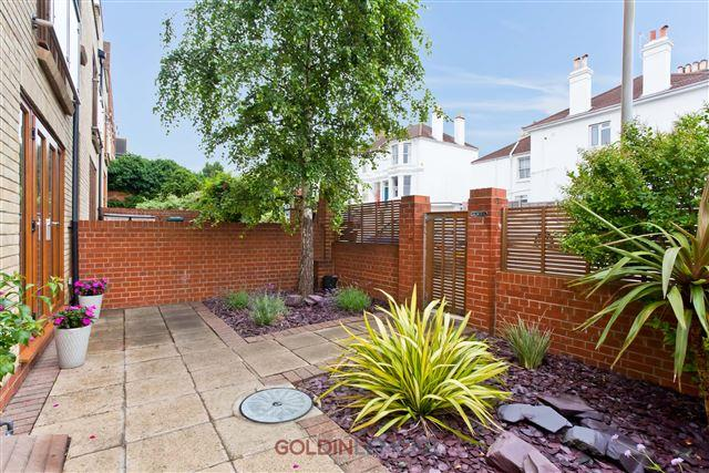 4 Bedrooms End Of Terrace House for sale in Fonthill Road, Hove