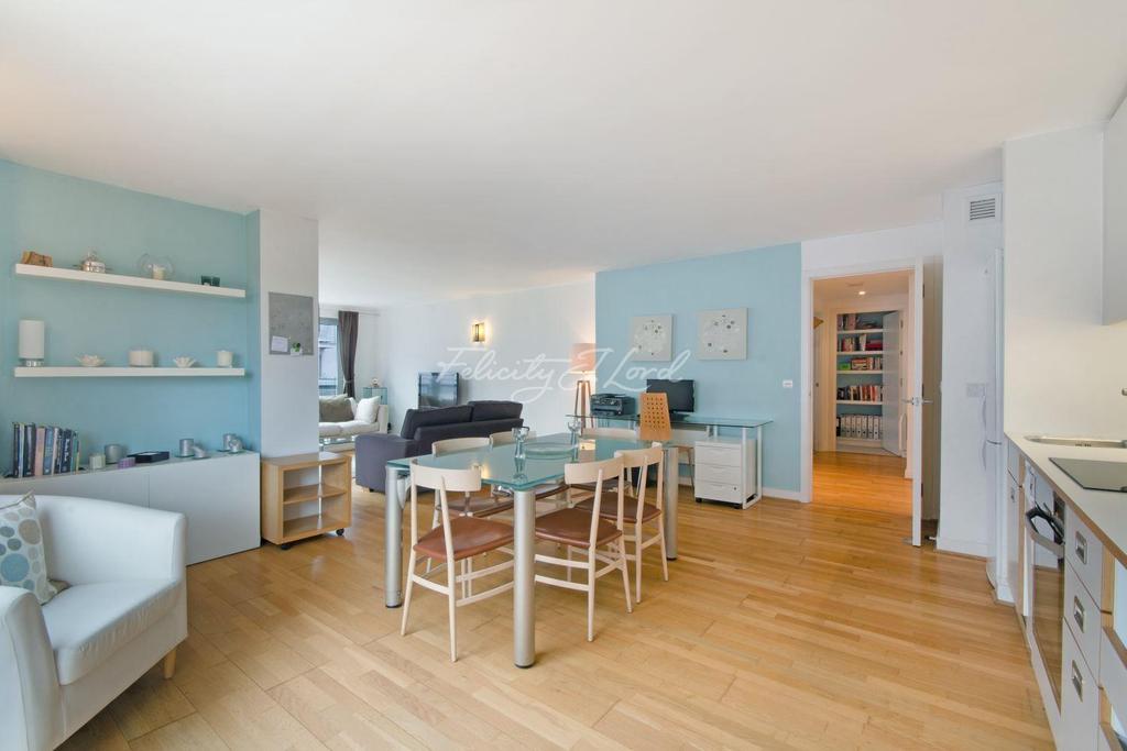 2 Bedrooms Flat for sale in Dakota building, Deals Gateway, London, SE10