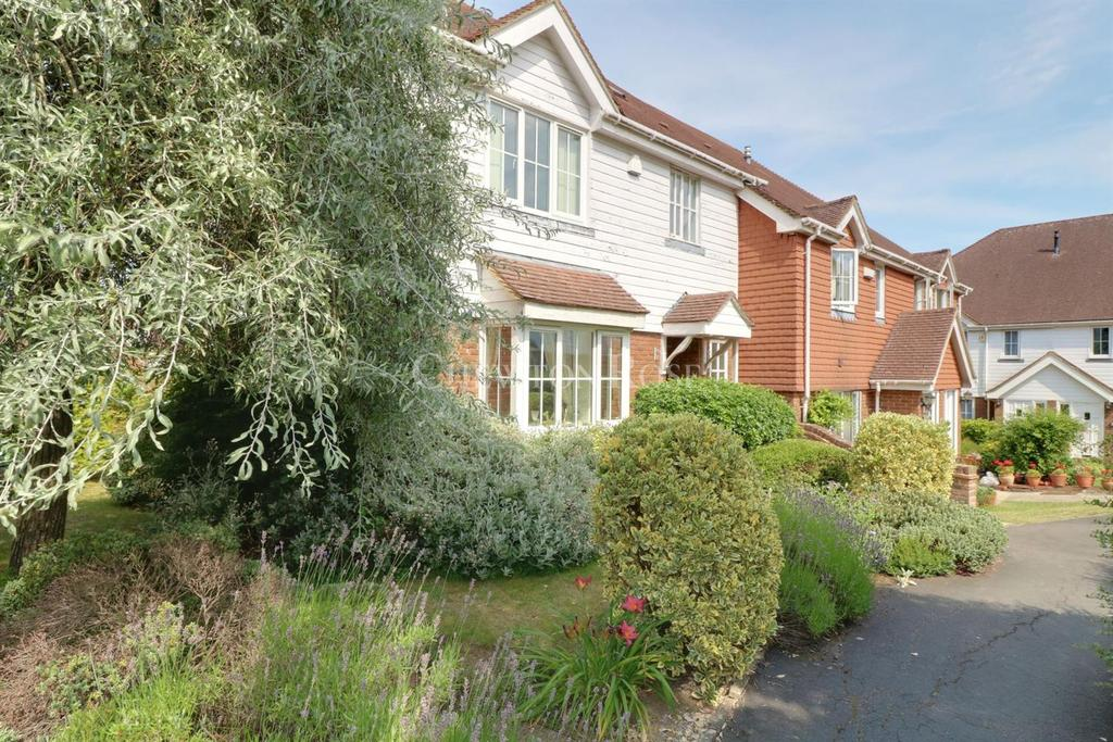 2 Bedrooms Apartment Flat for sale in Durgates, Wadhurst, East Sussex TN5