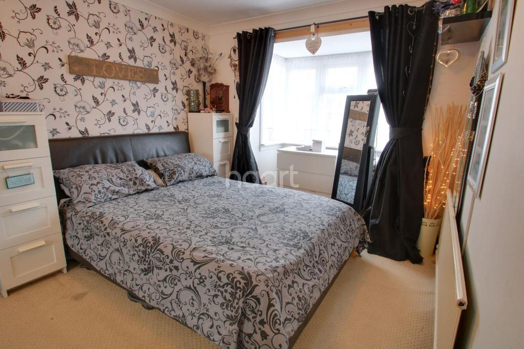 3 Bedrooms Terraced House for sale in Hilton Road, Canvey