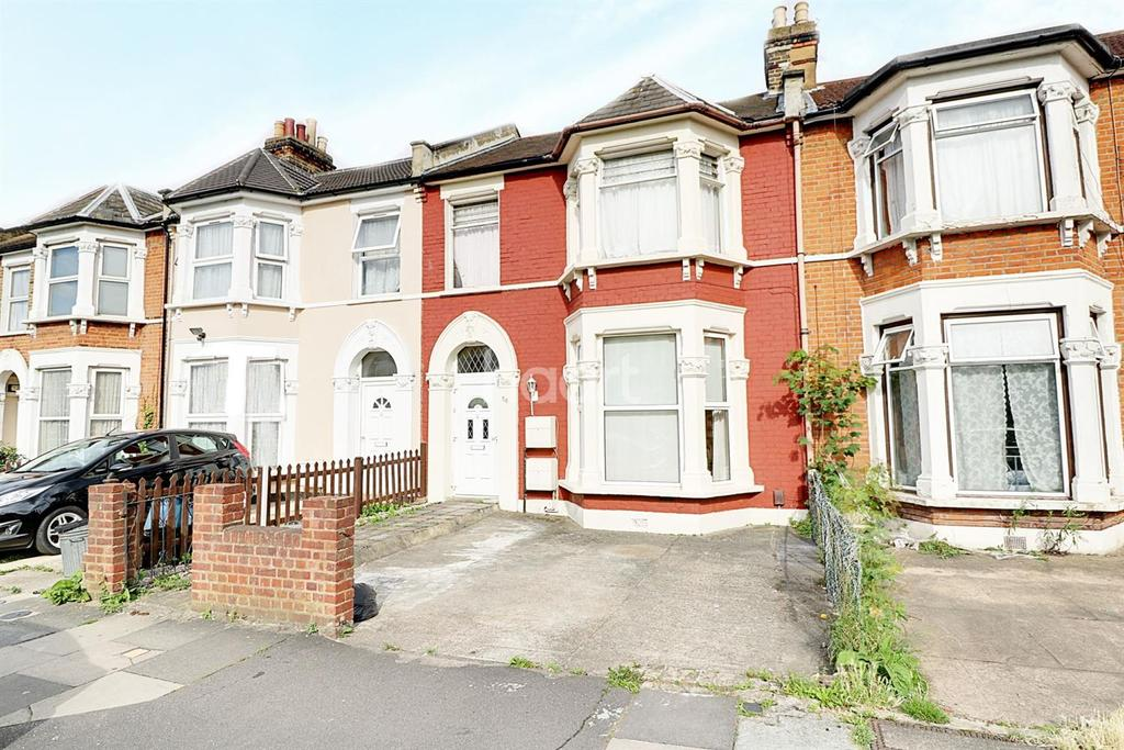 1 Bedroom Flat for sale in Cambridge Road, Seven Kings, Ilford, Essex