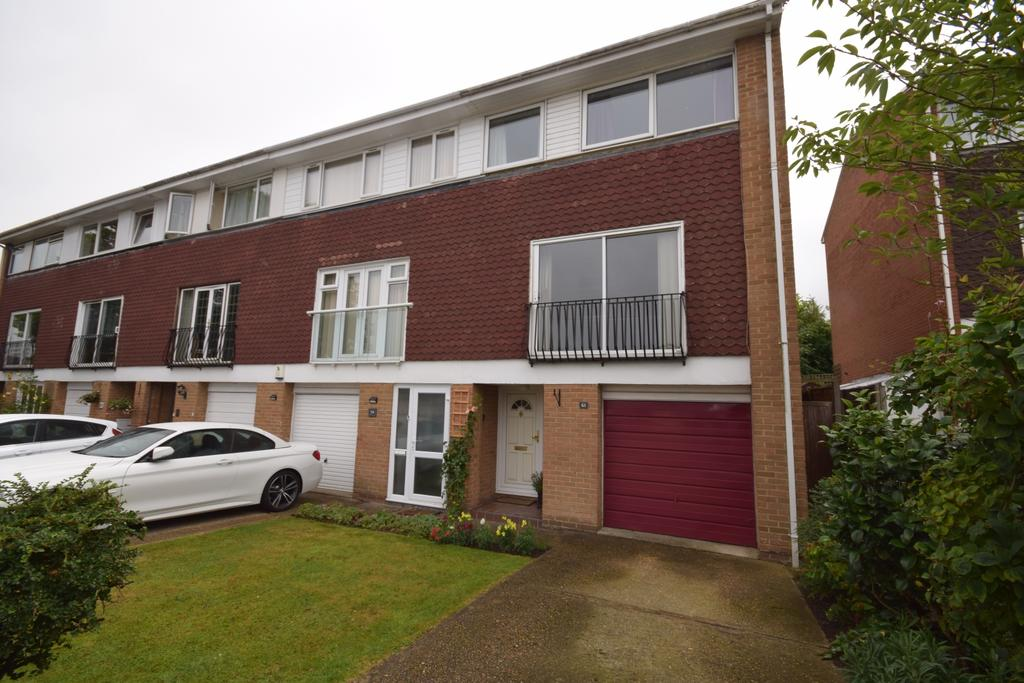 4 Bedrooms End Of Terrace House for sale in Broadheath Drive Chislehurst BR7