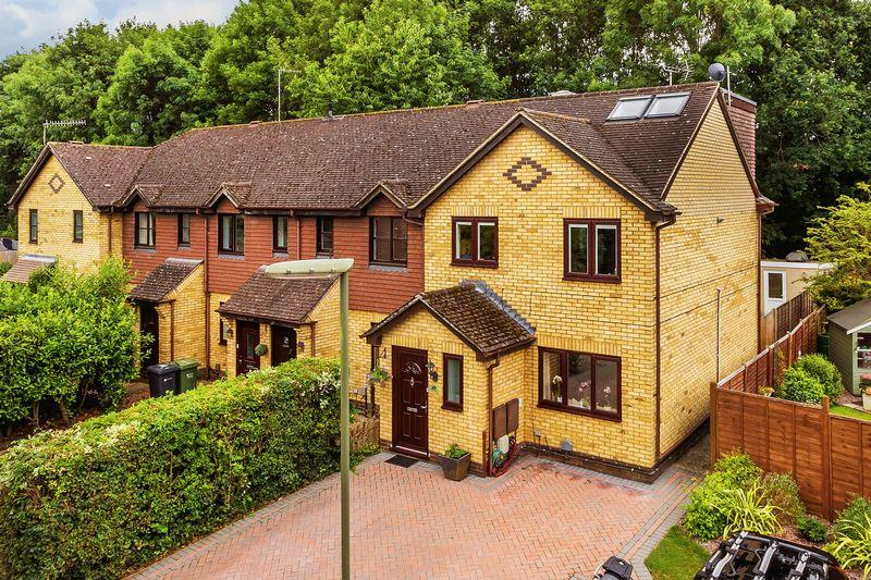 4 Bedrooms Terraced House for sale in Burpham