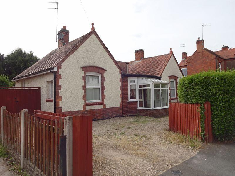 3 Bedrooms Detached Bungalow for sale in Hemming Street, Kidderminster DY11 6NA