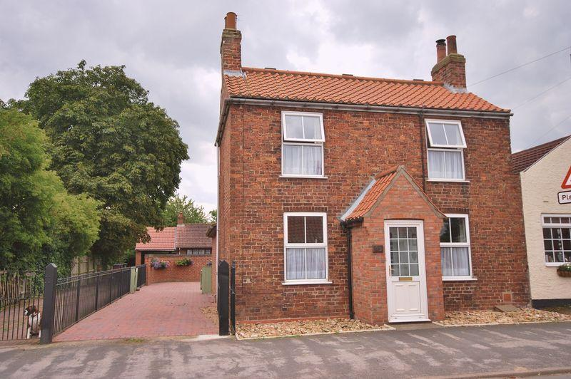 2 Bedrooms Semi Detached House for sale in Main Street, Tickton