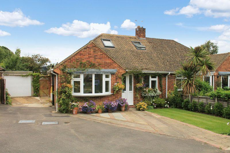 3 Bedrooms Semi Detached Bungalow for sale in Rosier Way, Billingshurst