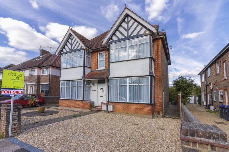 2 Bedrooms Ground Flat for sale in Cissbury Road, Worthing