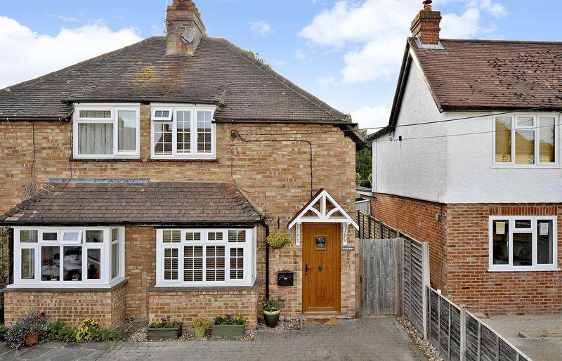 2 Bedrooms Semi Detached House for sale in Elstead