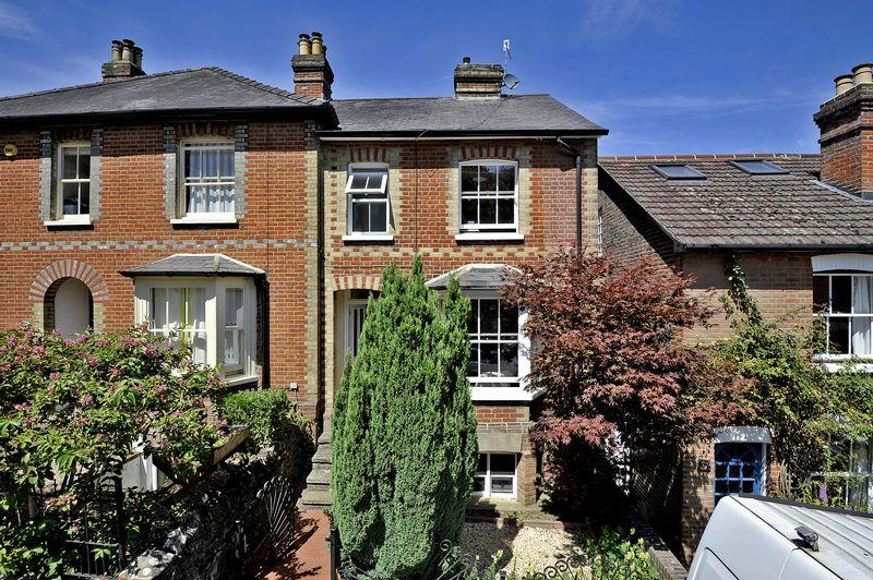 3 Bedrooms Semi Detached House for sale in Godalming