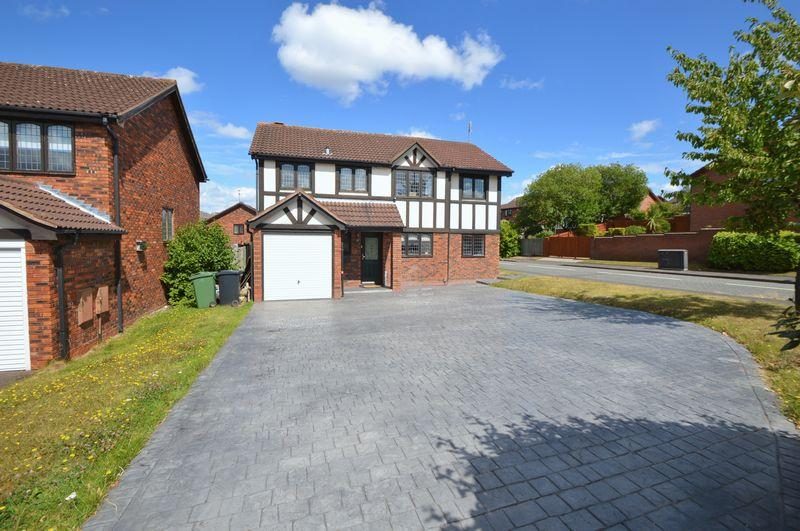 4 Bedrooms Detached House for sale in Troutbeck Drive, Amblecote, Brierley Hill