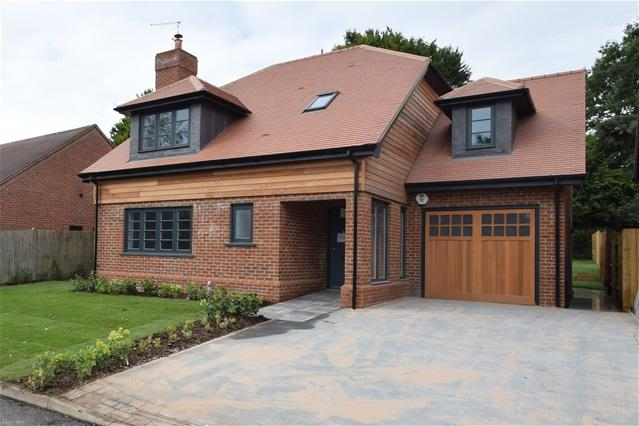 4 Bedrooms Detached House for sale in Five Acres, Kings Langley, Kings Langley
