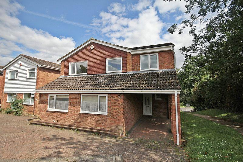 4 Bedrooms Detached House for sale in Kingfisher Road, Flitwick