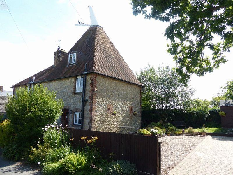2 Bedrooms Unique Property for sale in Boughton Monchelsea, Maidstone