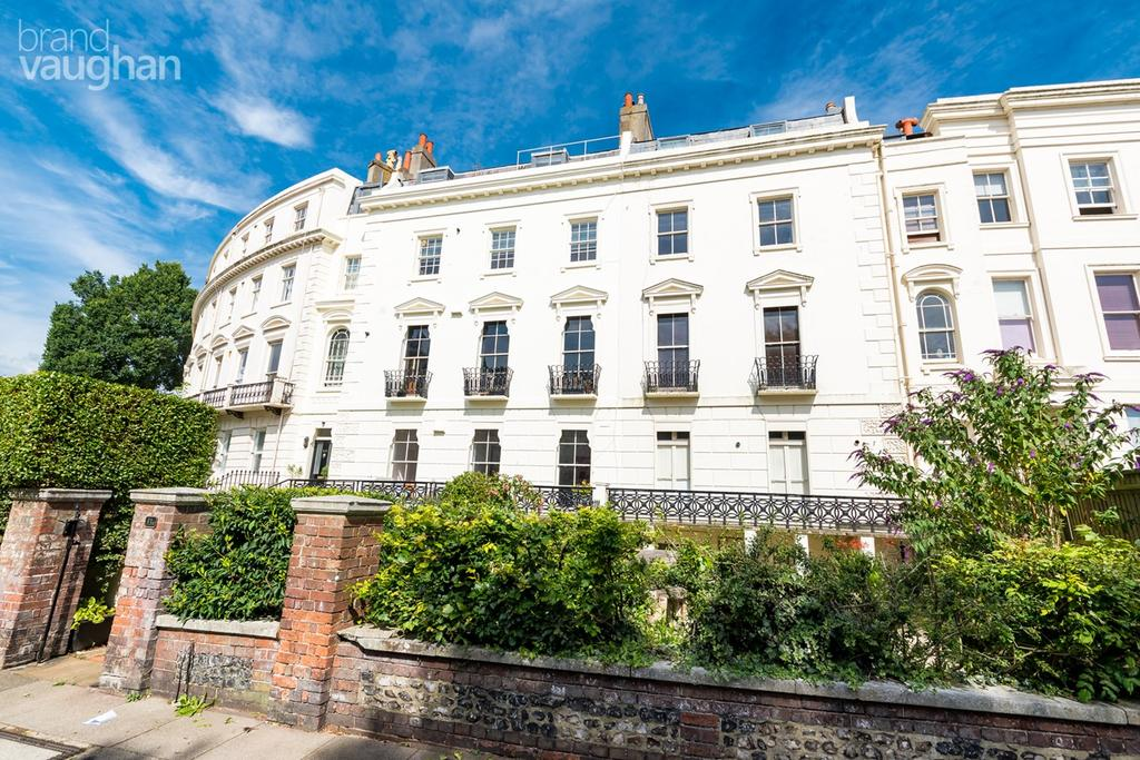 3 Bedrooms Flat for sale in Montpelier Crescent, Brighton, BN1