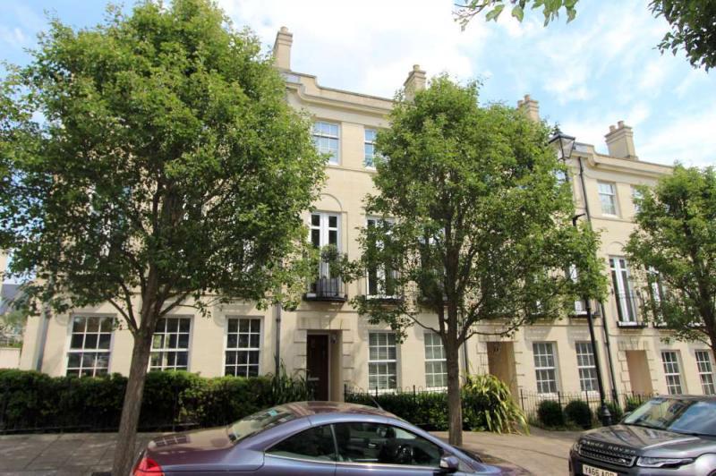 4 Bedrooms Terraced House for sale in Horstmann Close, Newbridge