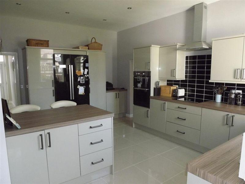 5 Bedrooms Terraced House for sale in Main Street North, Seghill