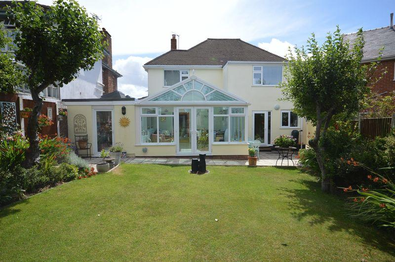 3 Bedrooms Detached House for sale in Melloncroft Drive, Caldy