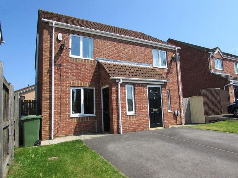 2 Bedrooms Semi Detached House for sale in Tynewold Close, Gateshead - Two Bedroom, Semi-Detached House