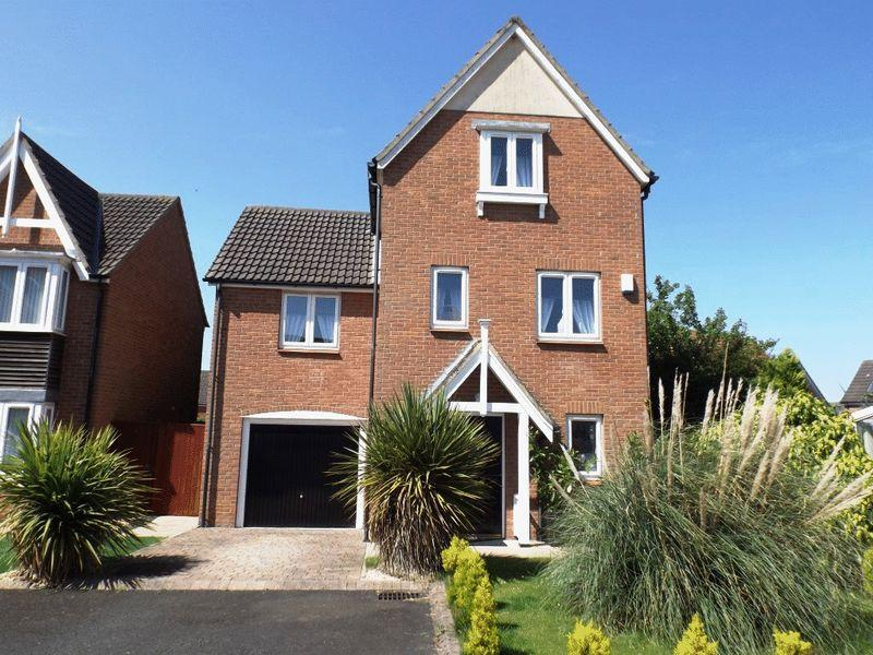 4 Bedrooms Detached House for sale in Cedar Court, Morpeth