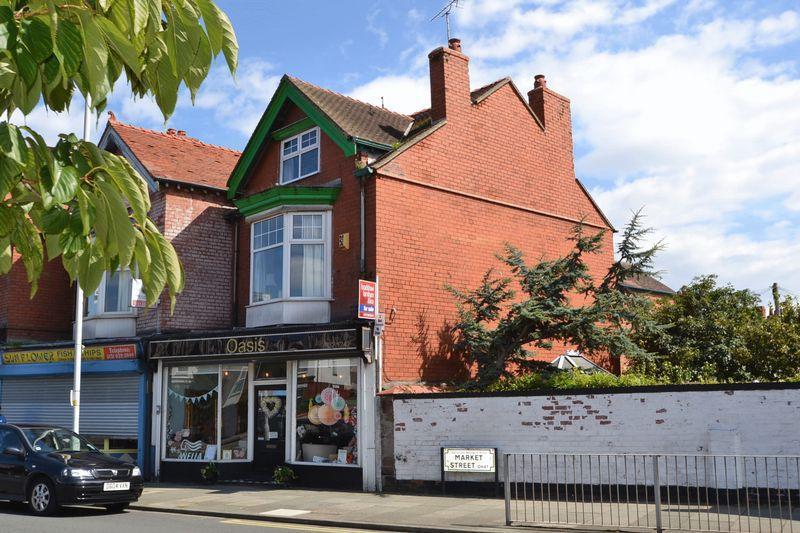 3 Bedrooms Maisonette Flat for sale in Birkenhead Road, Hoylake