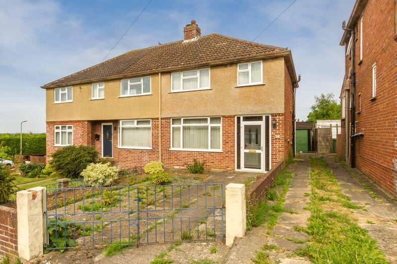 3 Bedrooms Semi Detached House for sale in Elms Rise, Botley