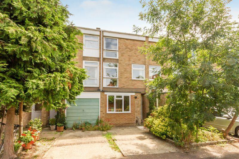 4 Bedrooms Town House for sale in Harefields, Oxford