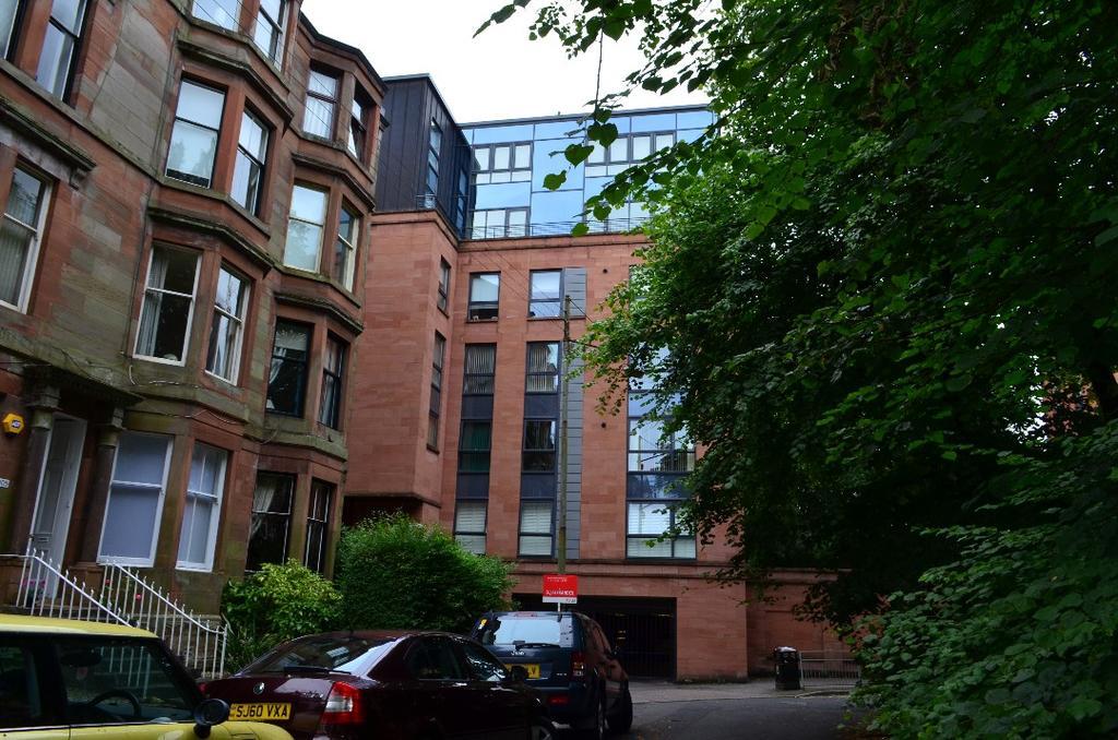 2 Bedrooms Flat for sale in Hayburn Lane, Flat 4/1, Hyndland, Glasgow, G12 9FD