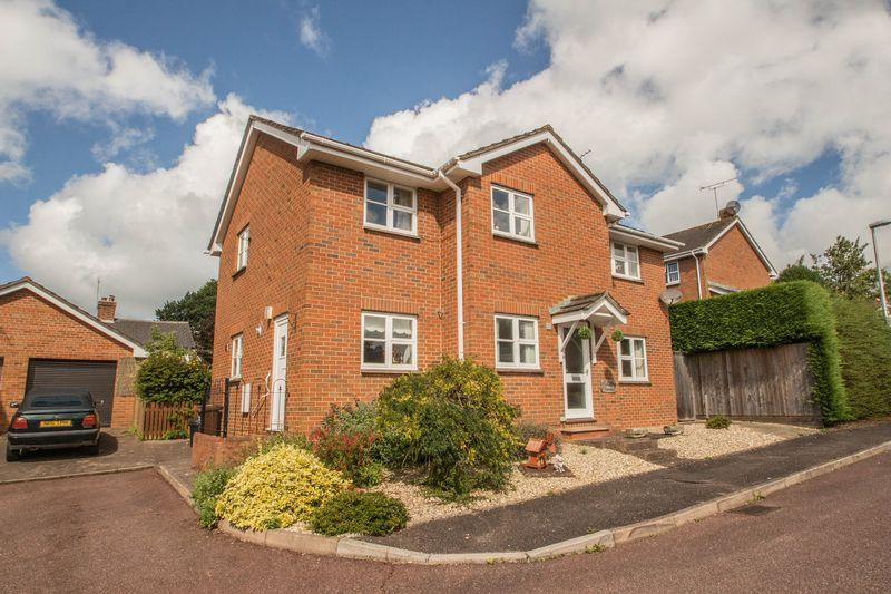 4 Bedrooms Detached House for sale in 10 Penton Close, Crediton