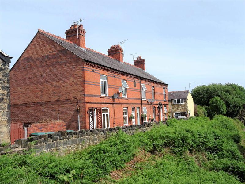 2 Bedrooms Terraced House for sale in Railway Terrace, Wrexham