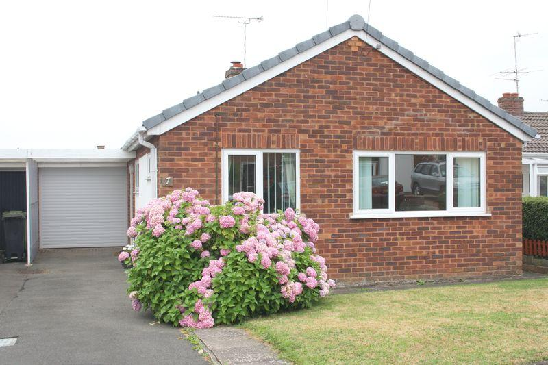 2 Bedrooms Bungalow for sale in Laurel Close, Drakes Broughton