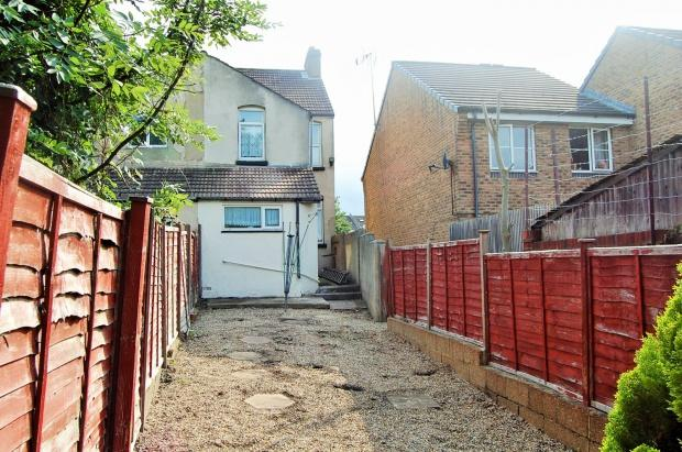 3 Bedrooms Terraced House for sale in Wyles Street, Gillingham, ME7