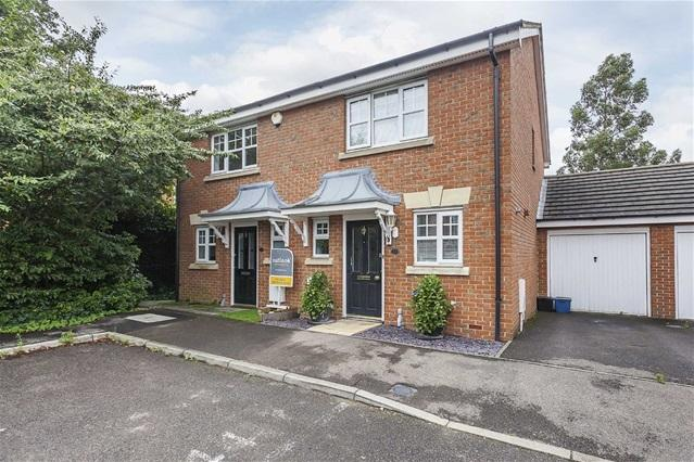 2 Bedrooms House for sale in Ludham Close, Ilford