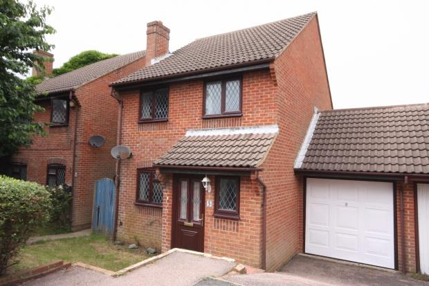 3 Bedrooms Detached House for sale in Greenacre, Peacehaven, BN10