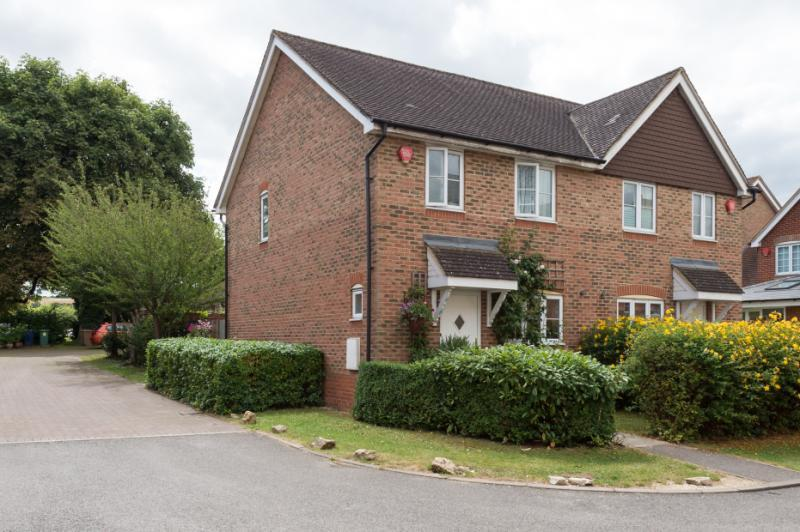 3 Bedrooms Semi Detached House for sale in Sweet Green Close, Headington, Oxford, Oxfordshire