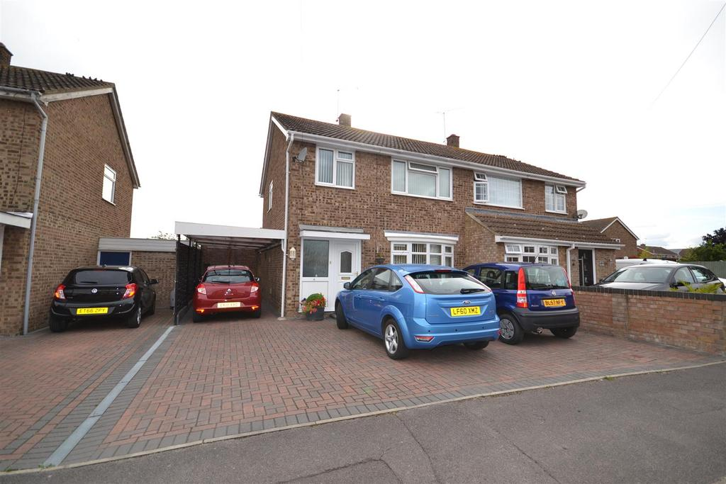 3 Bedrooms Semi Detached House for sale in Longfellow Road, Maldon