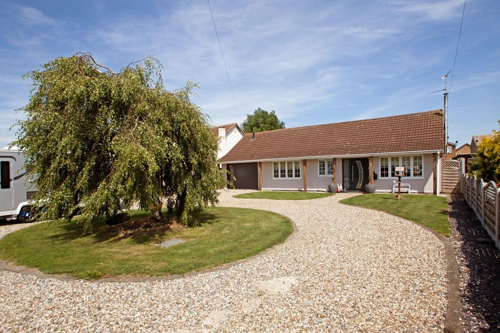 4 Bedrooms Chalet House for sale in The Drive, Mayland, Chelmsford, Essex, CM3