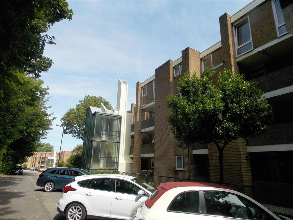2 Bedrooms Apartment Flat for sale in Clwyd, Northcliffe, Penarth