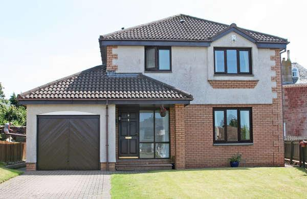 3 Bedrooms Detached House for sale in 19 Newhaven Grove, Largs, KA30 8NS