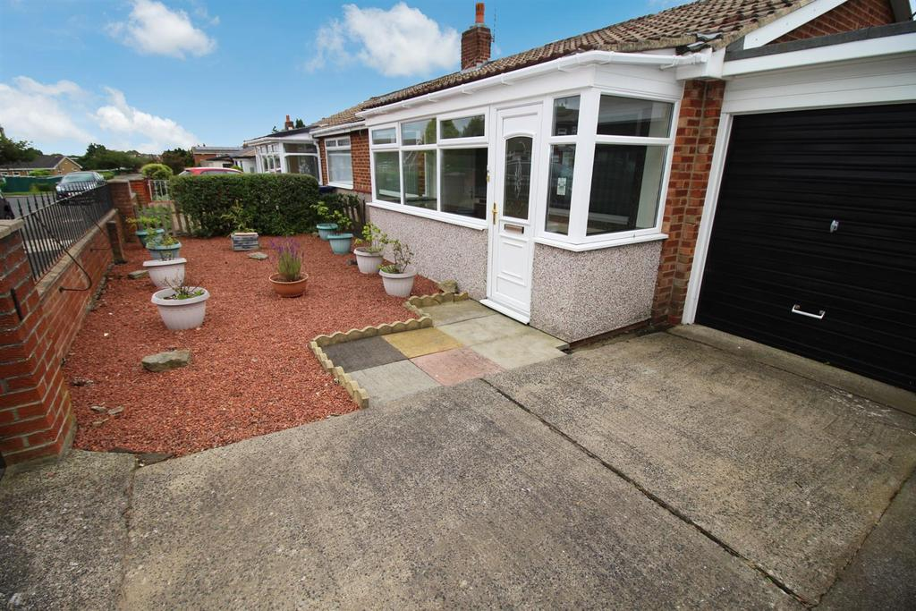 2 Bedrooms Semi Detached Bungalow for sale in Hauxley Drive, Newcastle Upon Tyne