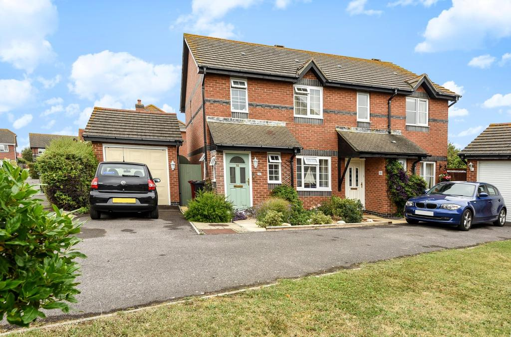 3 Bedrooms Semi Detached House for sale in Woodborough Close, Bracklesham Bay, PO20
