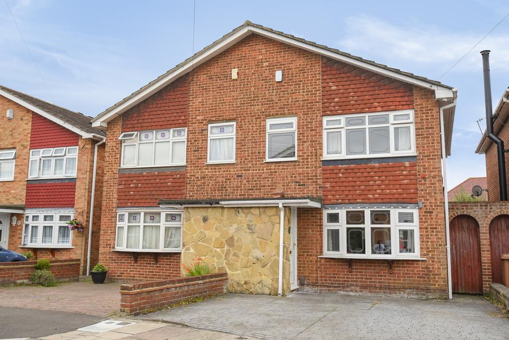 3 Bedrooms Semi Detached House for sale in Mark Close Bexleyheath DA7