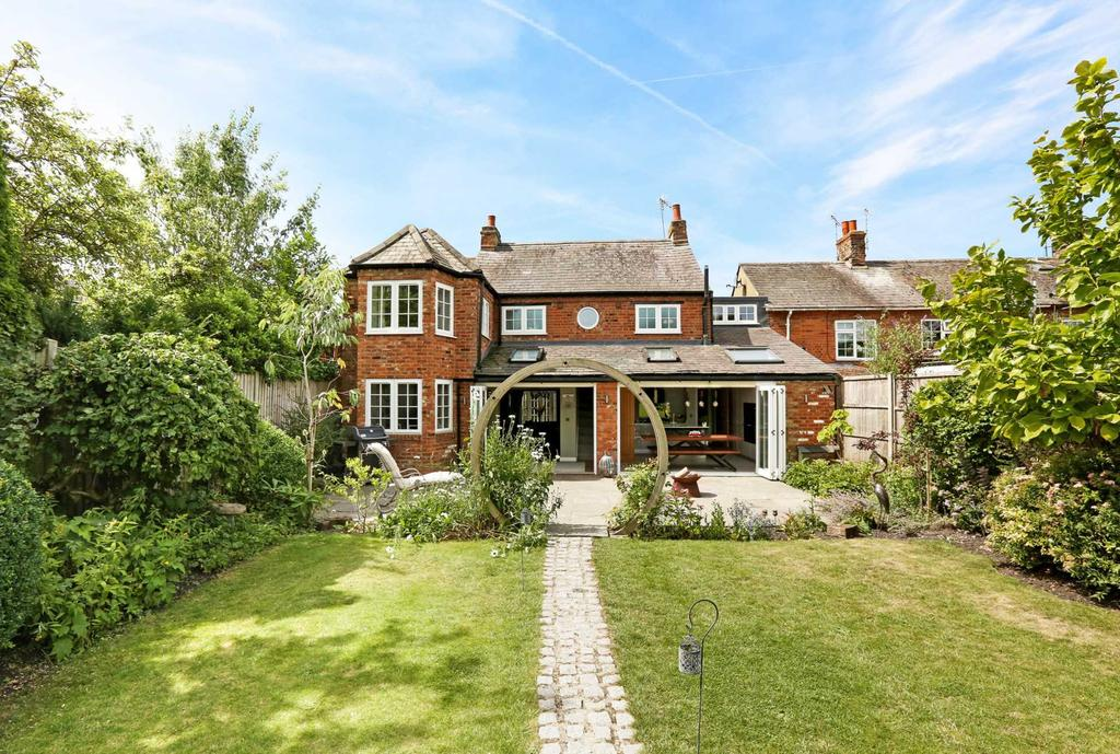 4 Bedrooms Link Detached House for sale in Brook Street, Aston Clinton