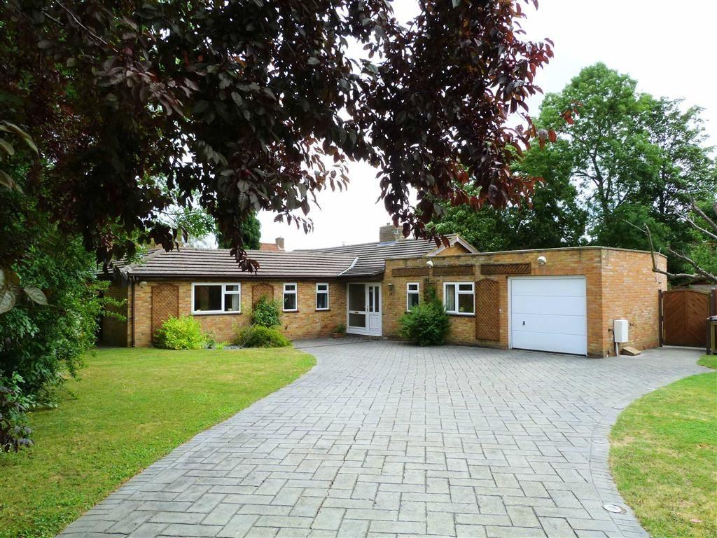 5 Bedrooms Detached Bungalow for sale in Barn Close, West Side, Welwyn Garden City