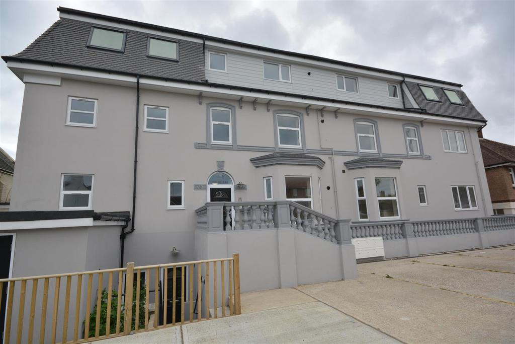 2 Bedrooms Flat for sale in The Ridge, Hastings