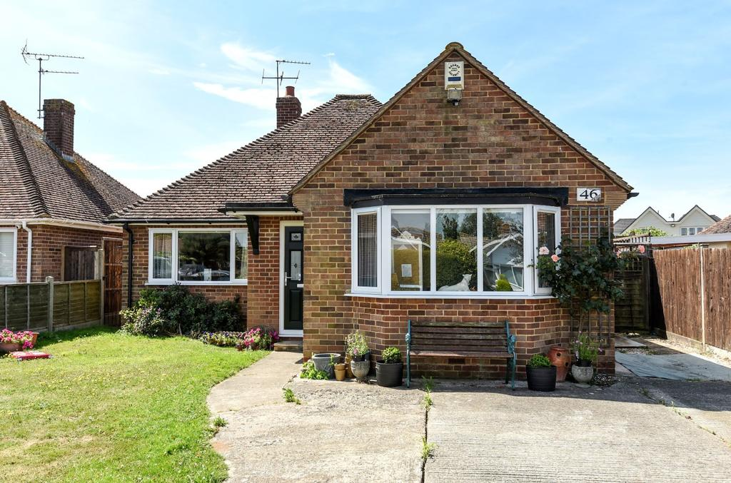 4 Bedrooms Detached Bungalow for sale in St Thomas Drive, Pagham, Bognor Regis, PO21