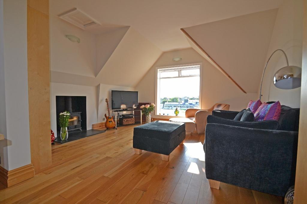 2 Bedrooms Flat for sale in Palmeira Avenue Hove East Sussex BN3