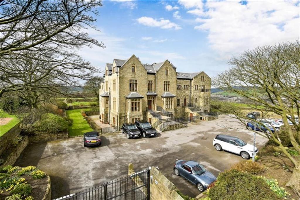 2 Bedrooms Flat for sale in Grange Manor, Sowerby Croft Lane, Sowerby Bridge, HX6
