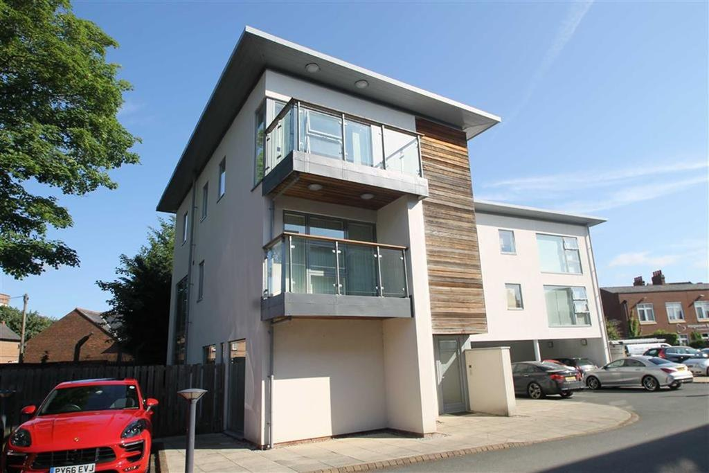 3 Bedrooms Flat for sale in Deeside Court, Chester